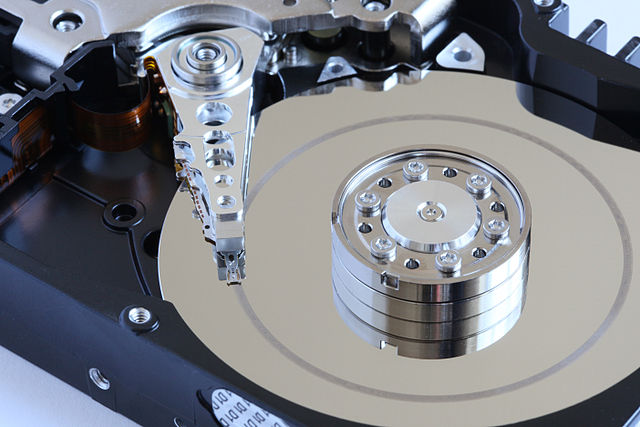640px-Hard_disk_head_crash