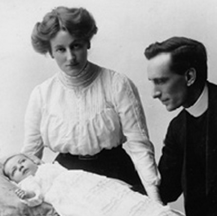 Oswald Chambers w Biddie and daughter